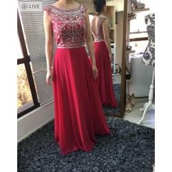 Vestido largo rojo con piedreria